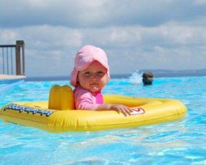 Plavání vchlorované vodě vbazénu